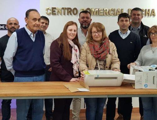 Donación de una impresora multifunción al  Hospital de Rocha.